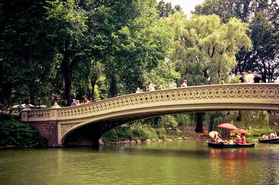 central-park-romance-bow-bridge-new-york